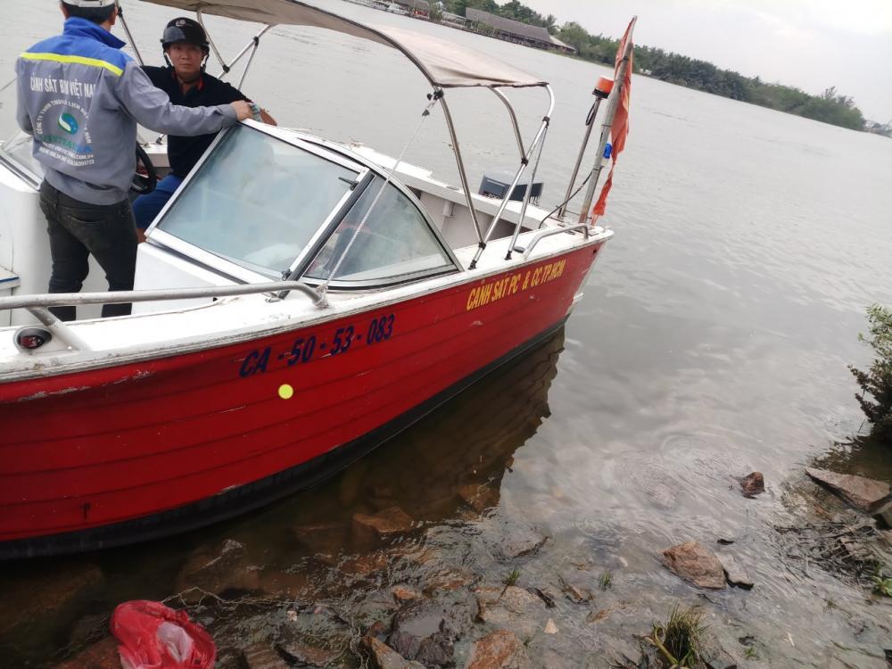 Sửa chữa phương tiện cano, ca nô CA51-53-083, CA50-53-094  cho Công An Thành Phố Hồ Chí MInh